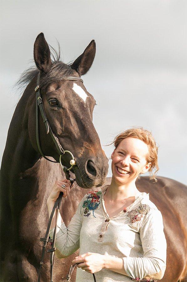 Herdis Hiller mit Pferd