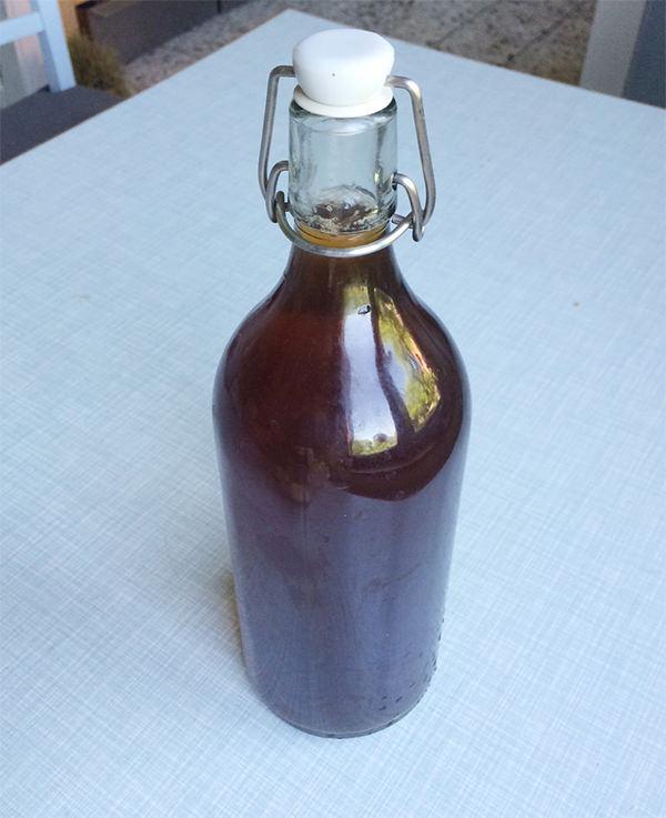 Braunglas Flasche mit unserem Hufwasser